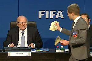 Sepp Blatter im Geldregen