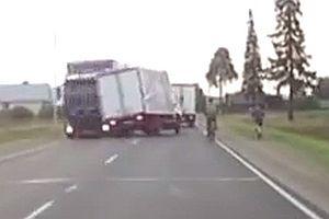 Zwei Fahrradfahrer mit verdammt viel Glück