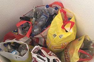 5 Tüten mit Pfandflaschen