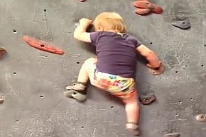 Klettern mit 19 Monaten