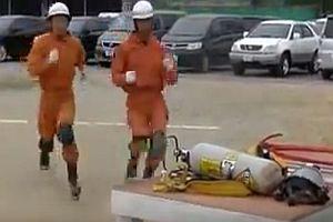 Japanische Feuerwehr im Training