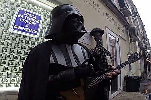 Darth Vader spielt auf einer Balalaika