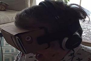 Oma testet VR-Brille
