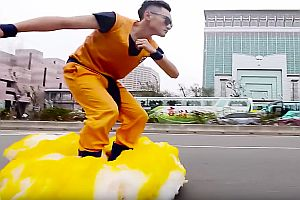 Son Goku fliegt durch Taipei