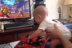 Baby spielt Street Fighter V