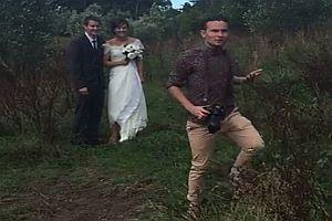 Aufgedrehter Hochzeitsfotograf