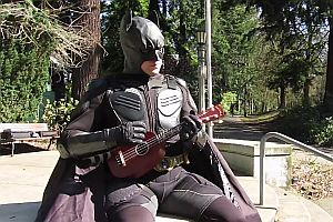 Batman Ukulele gegen Superman Dudelsack