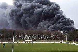 Fabrik von Wiesenhof brennt