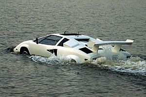 Ein Lamborghini-Amphibienfahrzeug