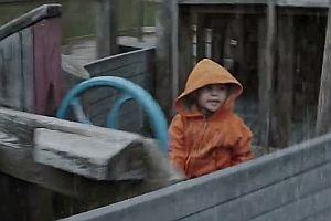 Boot vom Spielplatz in Seenot