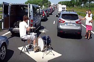 Ein Schlagzeuger im Stau