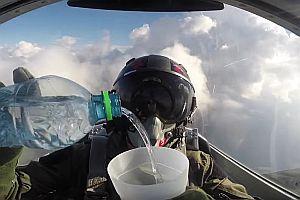 Trinken im Flugzeug