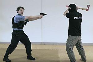 Polizei gegen Axt-Angreifer