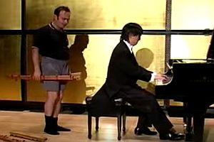 Klavierspielen mit kleinen Händen