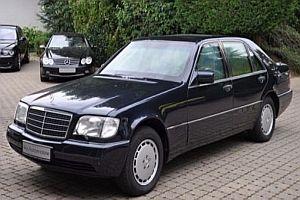 Gepanzerte Limousine mit Einschussloch