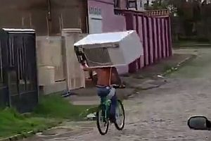 Kühlschrank mit dem Fahrrad transportieren