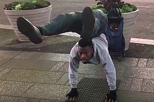 Flexibler Straßenkünstler