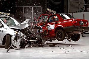 Crashtest mit zwei aktuellen Fahrzeugen