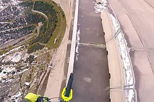 Balancieren mit Mountainbike in 200m Höhe