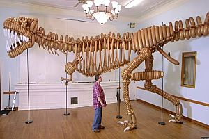 T-Rex aus Luftballons