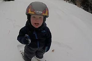 2jähriger Fährt Ski