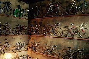 Sammlung klassischer Fahrräder