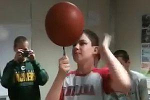 Basketball auf einem Stift drehen