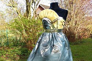 Ein Mülltüten-Kleid