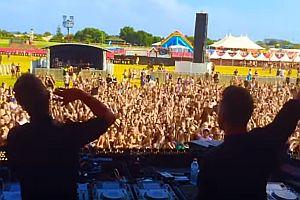 DJ spielen Publikum einen Streich