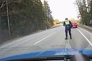 Polizei stoppt Fluchtwagen mit Nagelbrett