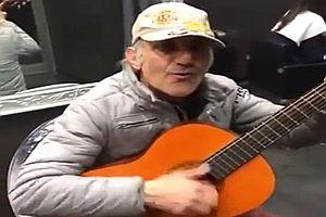 Straßenmusiker covert Western-Klassiker