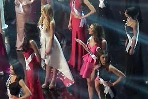 Miss Niederlande tanzt unbeobachtet