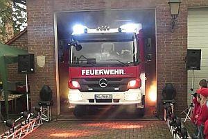 Feuerwehr feiert neues Löschfahrzeug
