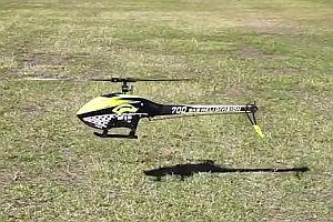 Kranker Flug mit ferngesteuertem Hubschrauber