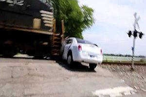 Limo wird von Zug gerammt