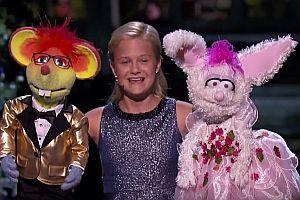 Bauchrednerin, Puppenspielerin und Sängerin