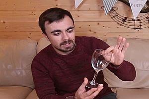 Glas mit seiner Stimme zerbrechen