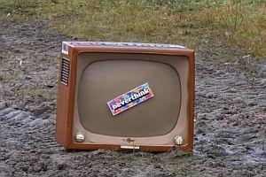 Explosion eines antiken Fernsehers
