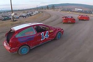 Drohne verfolgt Stock Car Rennen