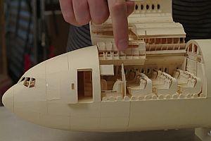 Ein Modellflugzeug aus Papier