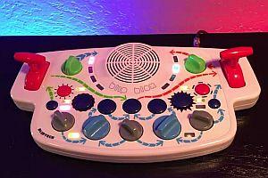 Kinderspielzeug wird zum Synthesizer