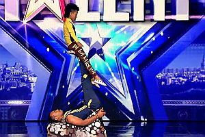 Akrobatik mit den Kiriku Brothers