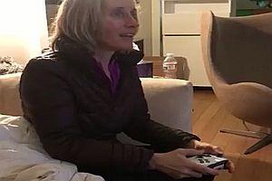 Mutter spielt Call of Duty