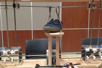 Roboter zum Schuhe zubinden