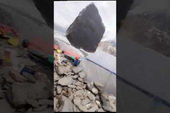 Vorsicht Felsbrocken