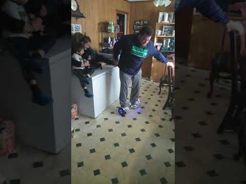 Redneck auf einem Hoverboard