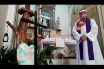 Priester streamt mit Filtern