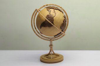 Globus aus Holzstäbchen