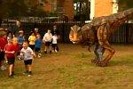 Tyrannosaurus Rex unter Kindern