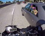 Füße kitzeln auf der Autobahn